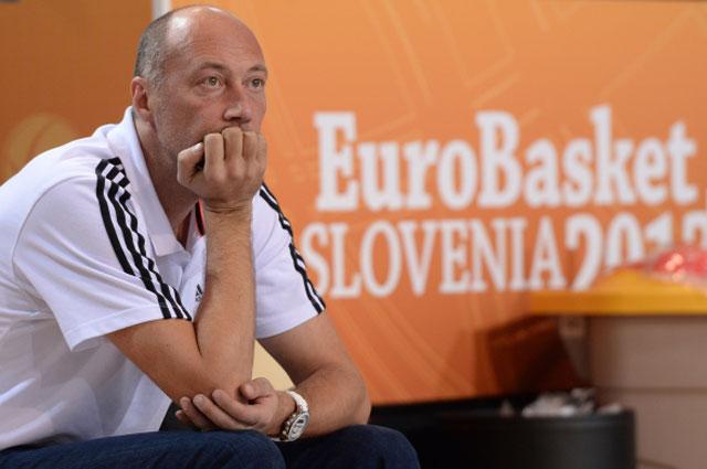 Бывший главный тренер сборной России по баскетболу Василий Карасев на групповом этапе чемпионата Европы по баскетболу 2013 года в Словении