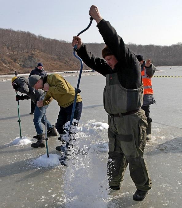 Зимняя рыбалка - настоящий кладезь адреналина.