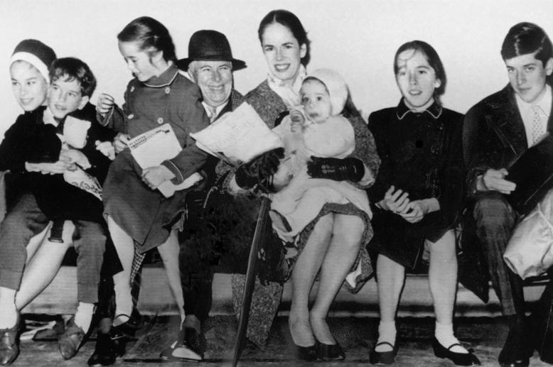 расположение, рельеф, чарли чаплин фото с женой и детьми аэропорту вместе другими