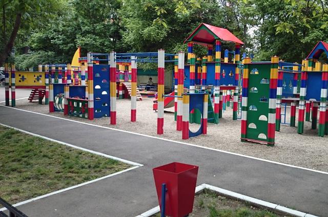 г. Краснодар, детская площадка во дворе.