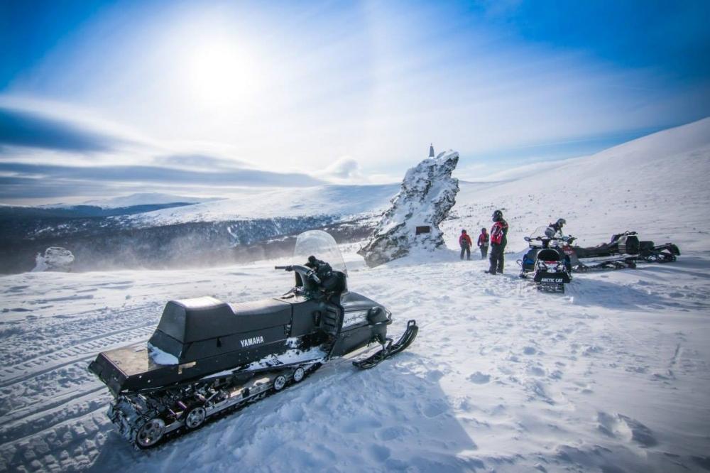 Тропа на перевал Дятлова притягивает сотни человек со всего мира.