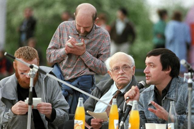 Академик Андрей Сахаров и участники программы «Взгляд» Центрального телевидения.