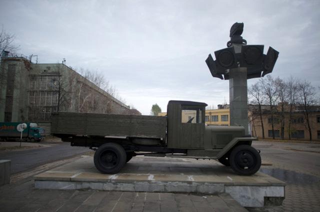 На территории завода имени И. А. Лихачёва в Москве