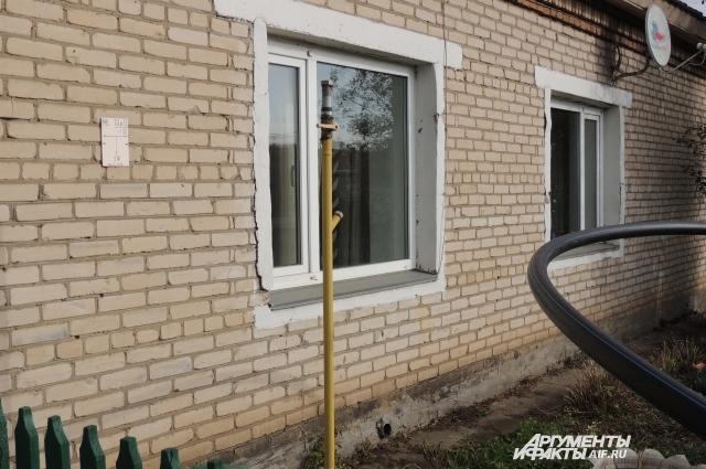 Газ подведён к домам, но внутрь — нет.