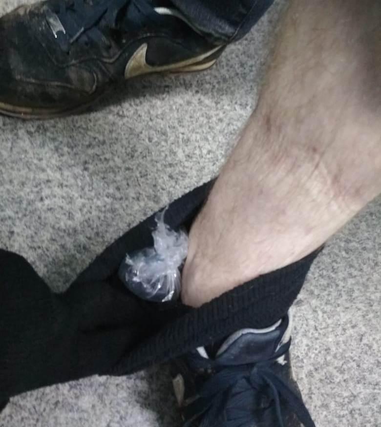 Наркотики задержанный прятал в носках.