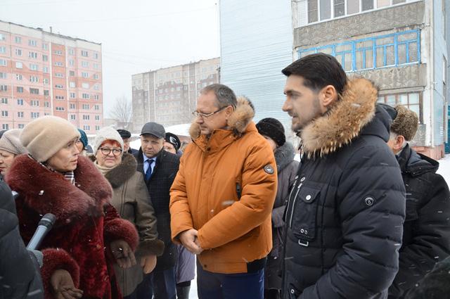 Глава Бийска Александр Студеникин и депутат Госдумы РФ Александр Прокопьев на встрече с общественностью