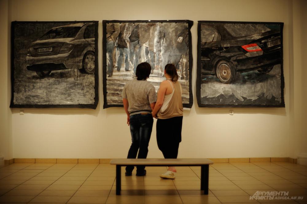 Посетители экспозиции в Музее Востока.