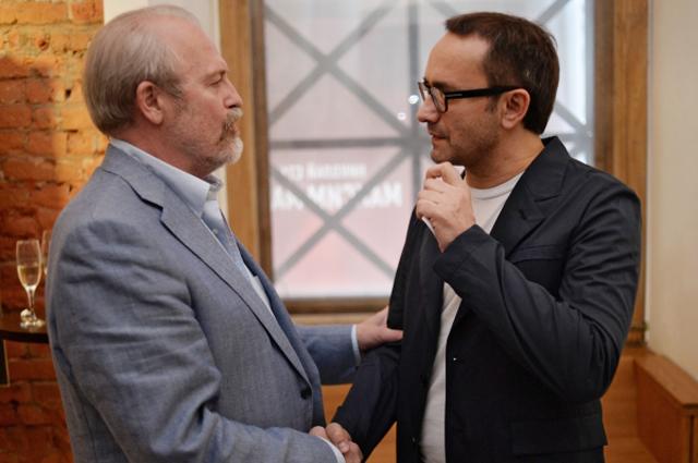 Режиссеры Владимир Хотиненко и Андрей Звягинцев во время закрытой премьеры первых серий телевизионного фильма Бесы в кинотеатре Пионер в Москве. 2014 год