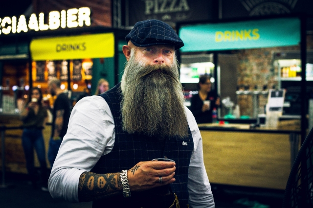 Разный цвет волос в бороде – норма.