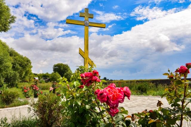 На месте свалки появился Поклонный крест.