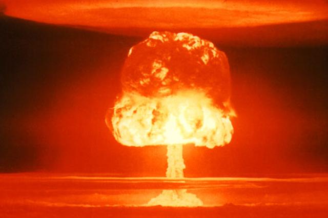 Испытание термоядерной бомбы.