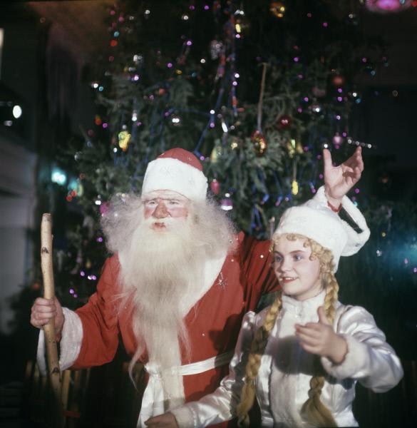 Дед Мороз и Снегурочка во время новогоднего представления во Дворце культуры имени Ф.М.Свердлова в Перми, 1967 год