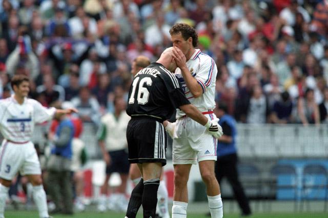 ЧМ-1998 во Франции запомнился ритуалом Лорана Блана и Фабьена Бартеза перед каждым матчем, а не количеством голов.