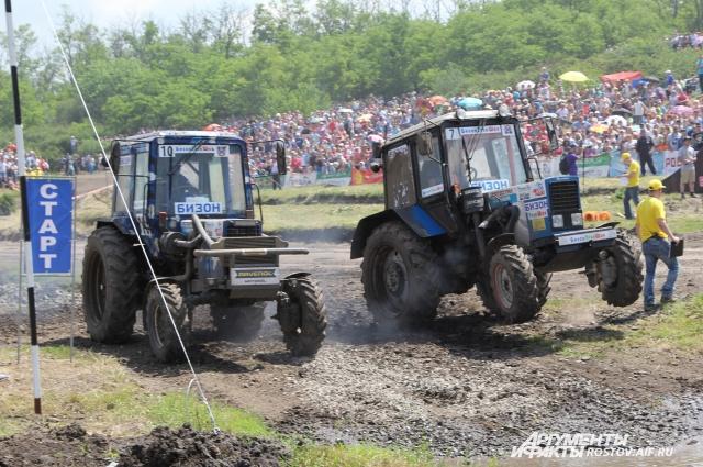 На старте некоторые тракторы поднимались на дыбы, это приводило в восторг собравшихся!