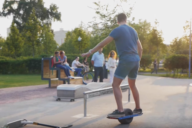 Одноколесный электроскейт.