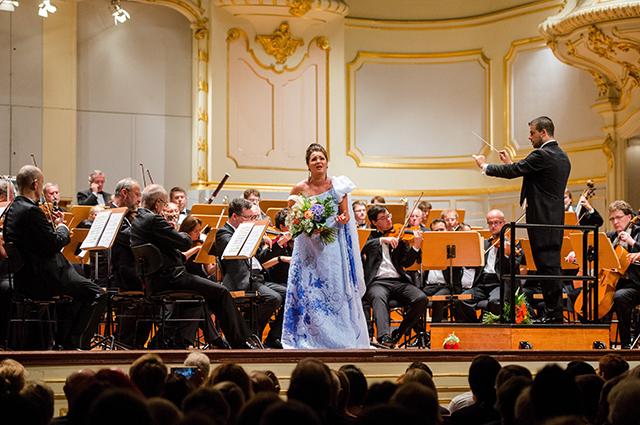 Анна Нетребко на сцене.