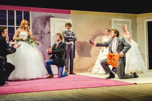Играя на сцене влюбленных, сыграли свадьбу по-настоящему.