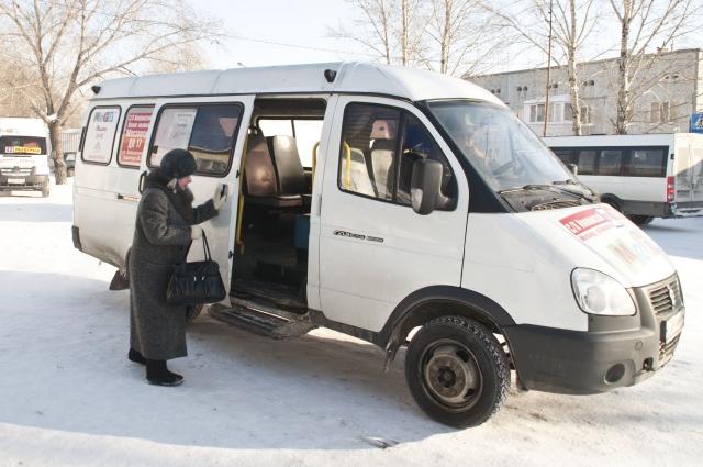 В маршрутных такси проездные не действуют, только карты льготника.
