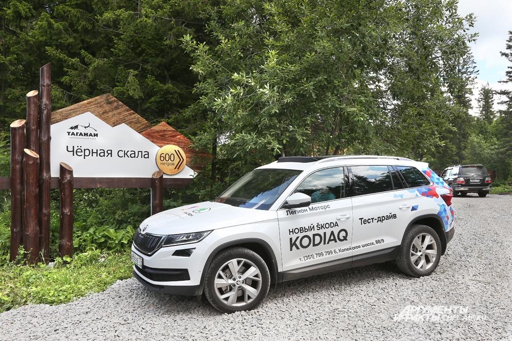 Škoda Kodiaq одигнаково уверенно чувствует себя и на городской улице, и на грунтовой дороге.
