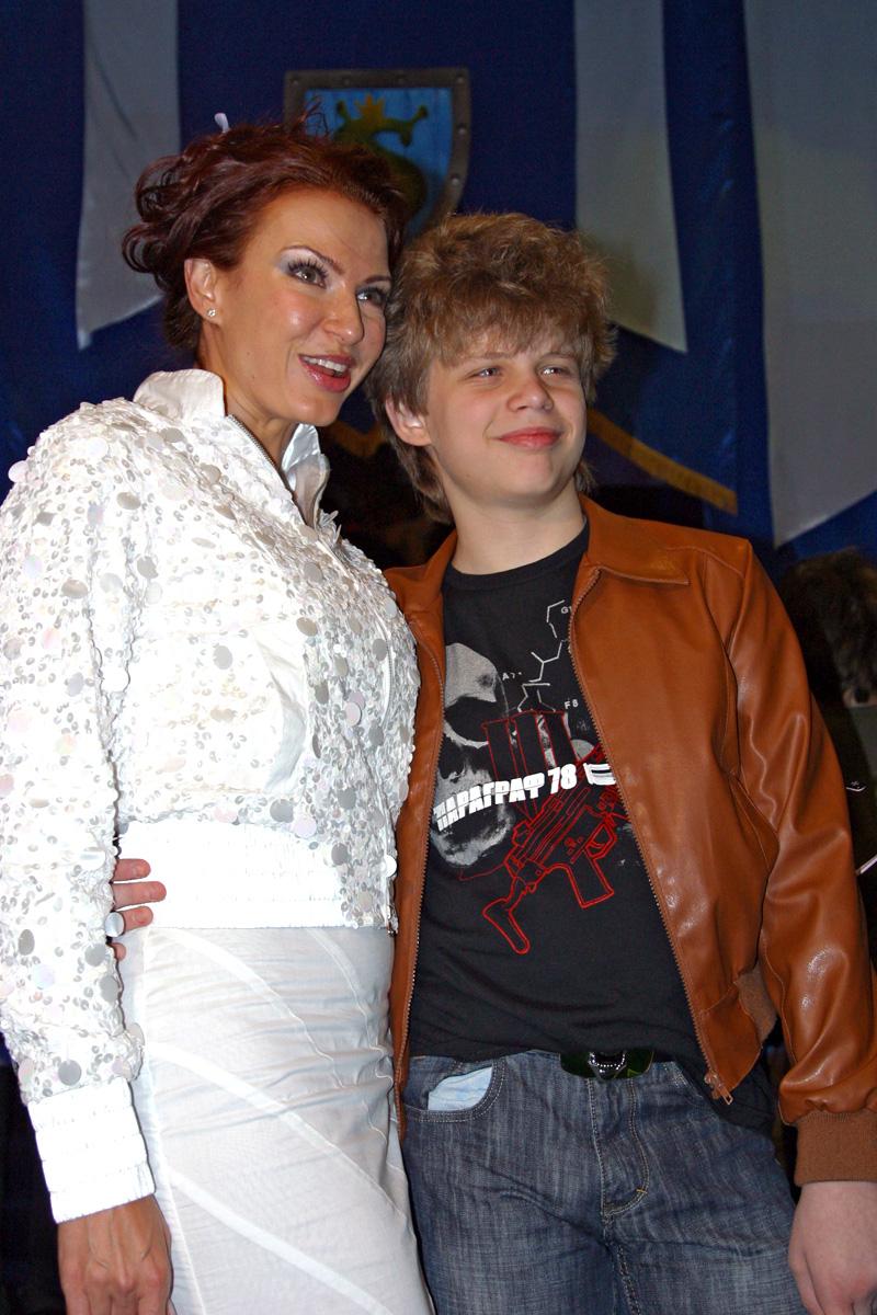 Актриса и телеведущая Эвелина Бледанс с сыном Николаем. 2007 год.