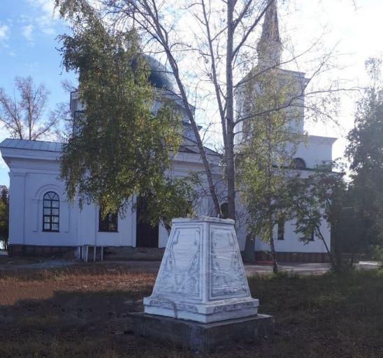Установка креста в Нагорном парке Барнаула