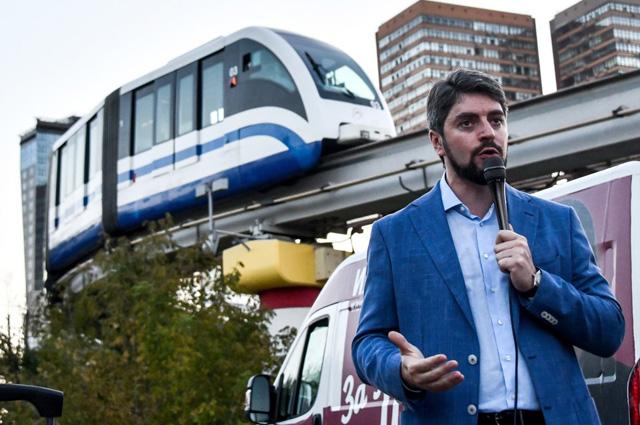Илья Свиридов всю кампанию провёл на встречах с жителями районов.