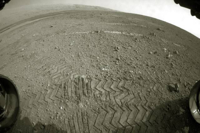 Реальная фотография поверхности Марса, снятая одной из камер марсохода Кьюриосити