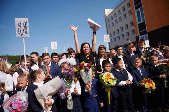 В новую школу в посёлке Лесном пошли 600 учеников.