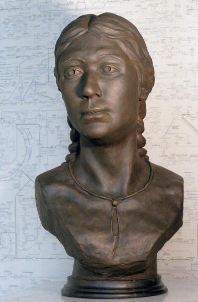 Скульптурный портрет, созданный по черепу женщины, умершей 2,5 тысячи лет назад, останки которой были найдены во время раскопок на горном плато Укок на Алтае