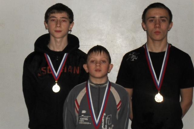 Призёры чемпионата Пермского края по боевому ушу (Антон в центре)
