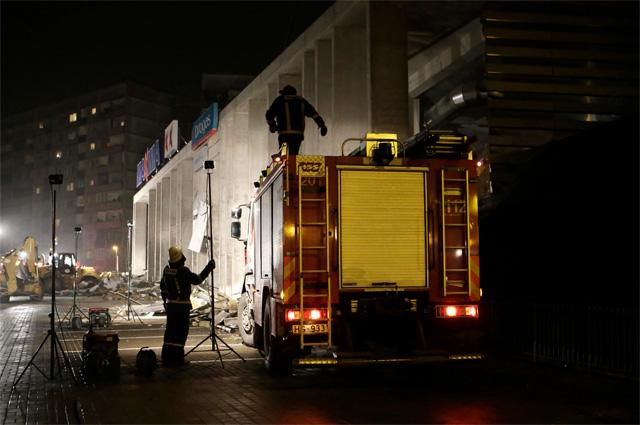 Обрушение крыши супермаркета в столице Латвии
