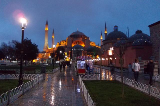 Новый год в Турции называется Yılbaşı (Йыл башы).