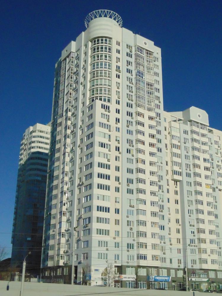 Новый центр располагается в современном здании.