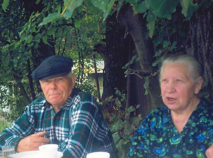 Иван Алексеевич Ильин 53 с лишним года проработал лесником Старомайнского лесничества. Его не стало 10 лет назад, но кордон, на котором он жил с супругой Полиной Алексеевной, до сих пор называют Ильин кордон.