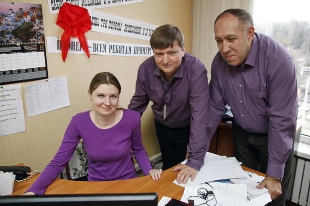Уже много лет Иван Карасёв работает журналистом. На фото: с коллегами.
