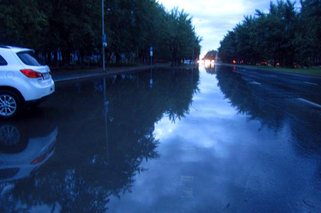 Улицы превратились в реки.