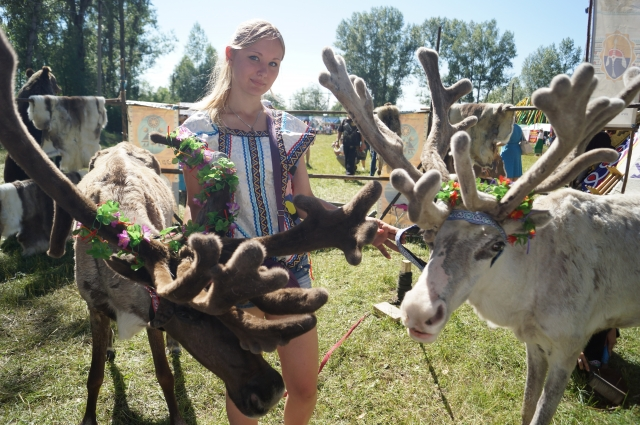 На праздник заглянули и северные олени.