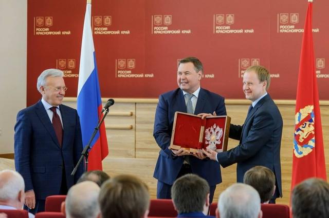В правительстве края устроили проводы Виктору Томенко.