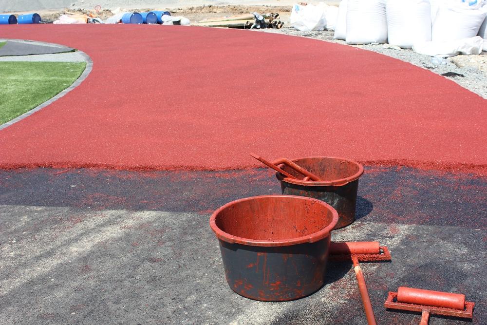Суперсовременные материалы используются не только при создании футбольного поля, но и остальной спортивной инфраструктуры.