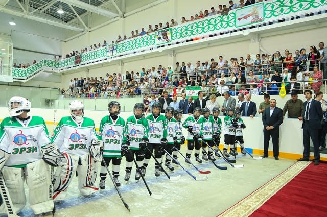 Хоккейная команда «Эрзи» делает первые успехи.