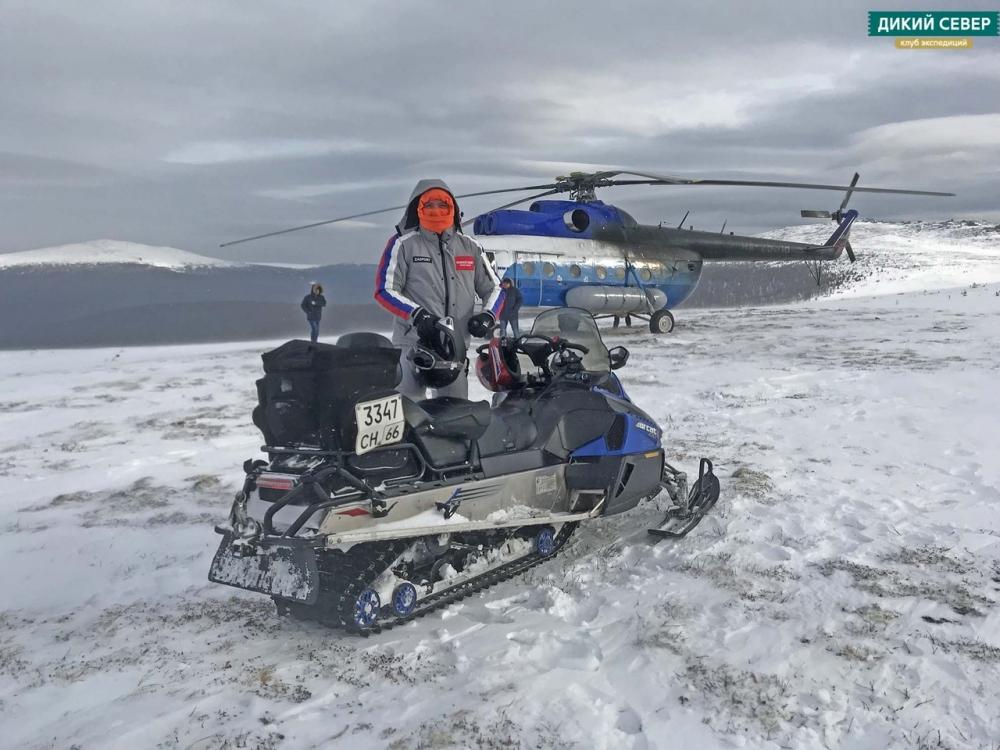 Участников экспедиций доставили на перевал Дятлова снегоходами и вертолетом.