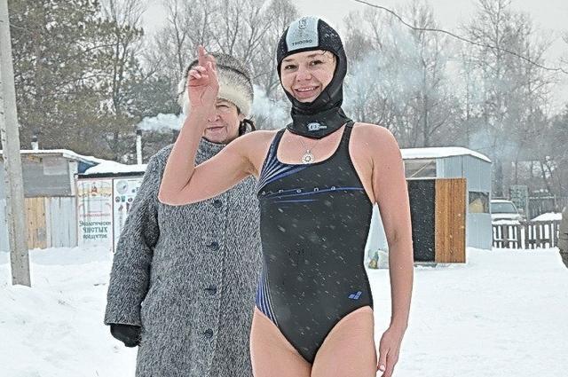 Татьяна занимается зимним плаванием.