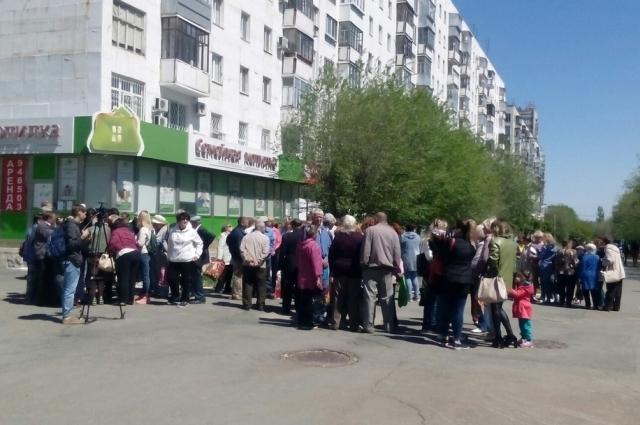 Обманутые оренбуржцы пытаются организоваться, чтобы совместными усилиями искать потерянные деньги.