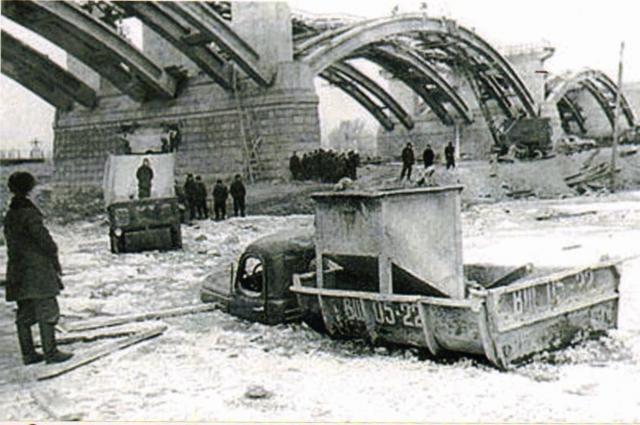 Он построен по уникальной технологии - с реки.