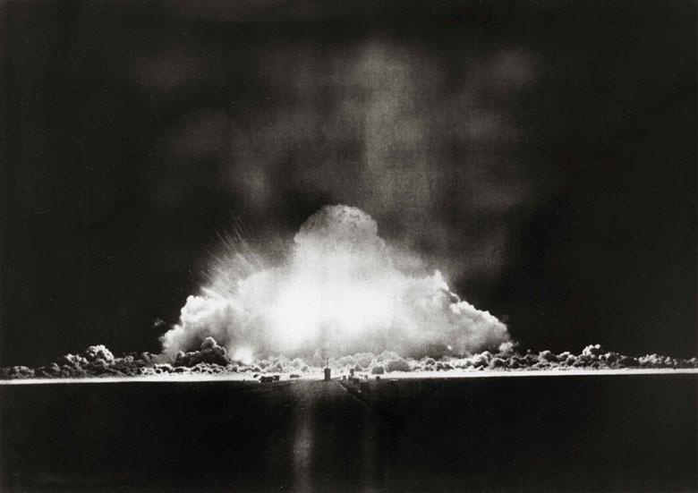 Испытания атомной бомбы.