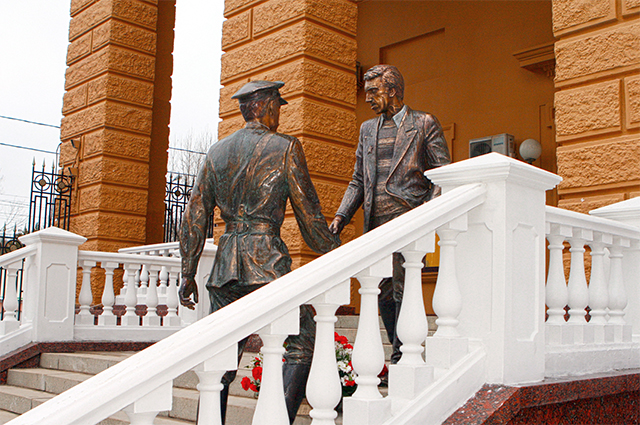 Памятник легендарным героям главного милицейского детективного сериала