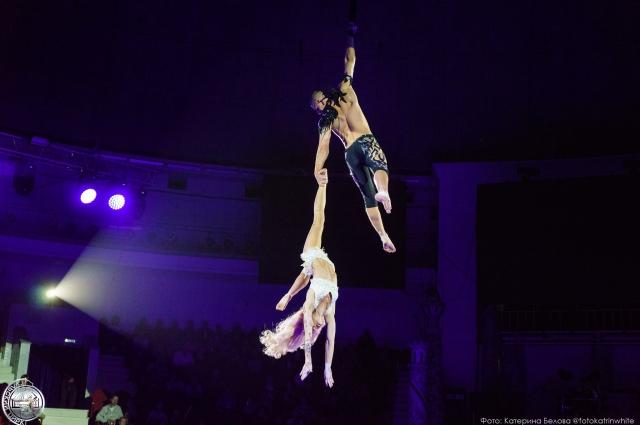Мастерство воздушных гимнастов поражает воображение.