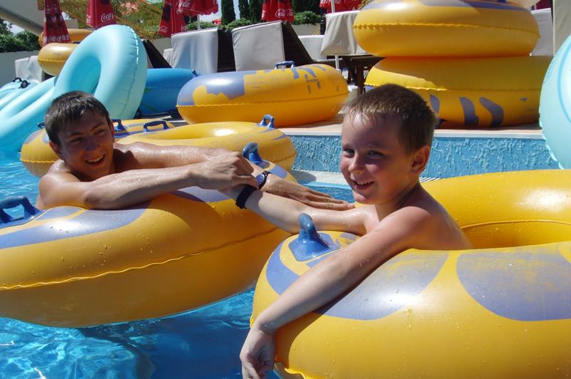Мальчик был очень способным к плаванию