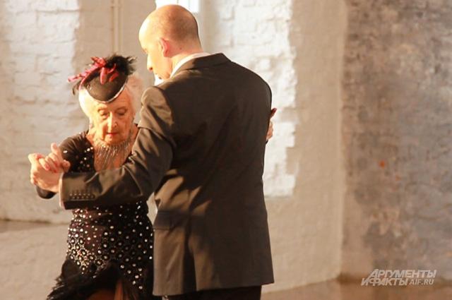 В Москве Пэдди и Нико танцуют сальсу и танго