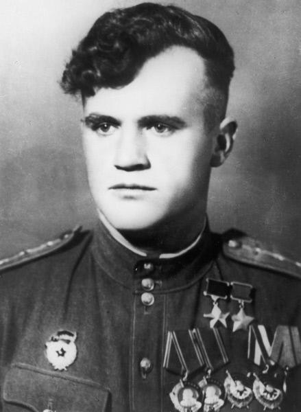 Дважды Герой Советского Союза лётчик Николай Дмитриевич Гулаев